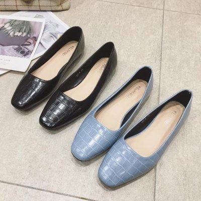 六月芬蘭方頭大格鱷魚紋時尚素面娃娃鞋平底鞋包鞋女鞋黑色藍色(35-41大尺碼)現貨