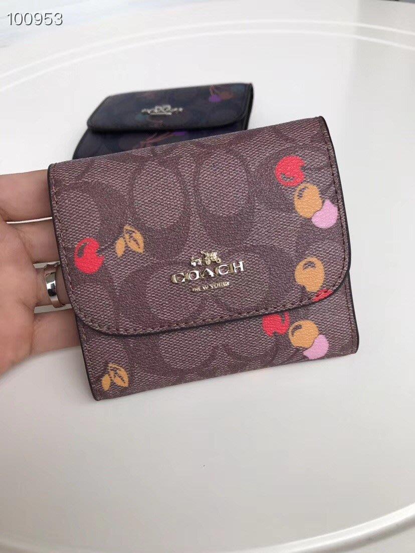 風格COACH包 全新正品 31939 經典櫻桃花紋三折短款錢包 卡位多 小巧女士錢夾 全場特價 附購買證明
