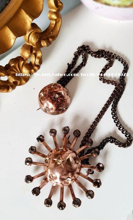 黑爾典藏西洋古董 ~美國1960s 太陽 星星系Double 双胸針~ Vintage復古花裙古著襯衫褲子