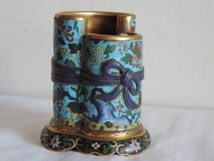 丁香之家--清  銅胎掐絲琺瑯卷書錦袱式筆筒