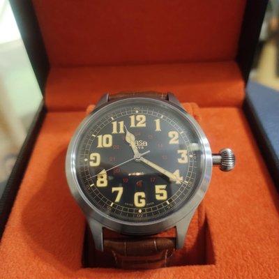 瑞士ARSA手上鍊飛行機械錶。