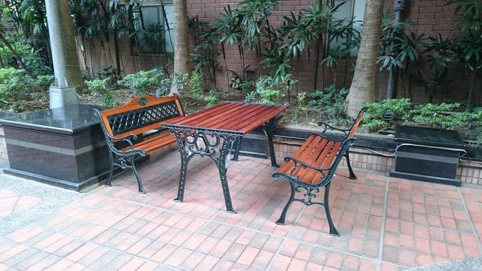 兄弟牌花網雙人鑄鐵公園椅 2 張+四尺鑄鐵公園桌/一桌二椅,超組合優惠價~公園公司學校社區戶外中庭休閒家具!!免運費