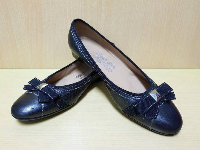 :: NiKo HoUsE ::【Salvatore Ferragamo 費洛加蒙】低跟包鞋 / 銀深灰色