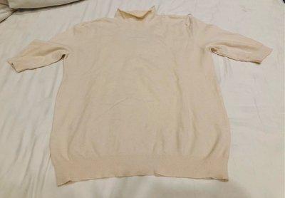 米白色立領五分袖針織衫