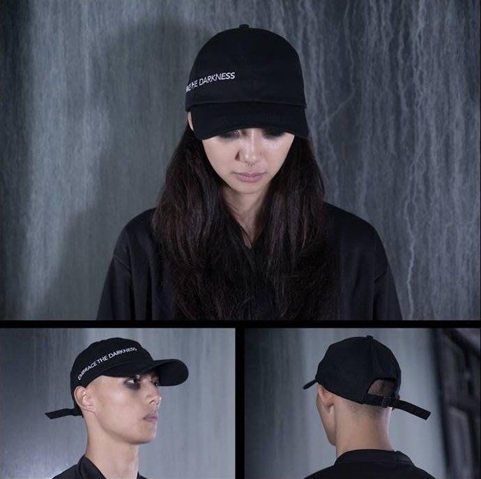 { POISON } MOONBLIND EMBRACE THE DARKNESS SIX PANEL CAP 彎沿老帽