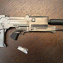 Hottoys Hot Toy's Terminator 1/4 T800 Endoskeleton 槍 Gun and Peg Accessories