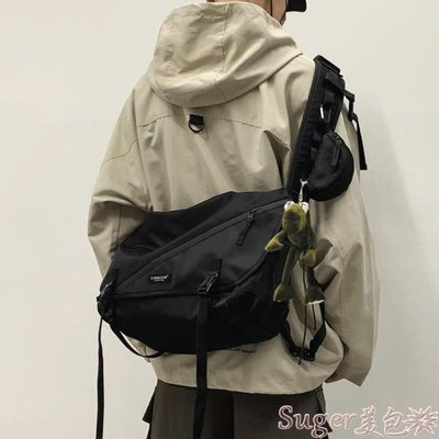 斜背包 工裝包斜背包男士日系ins潮挎包休閒學生大容量背包女側背包 suger
