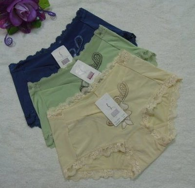 《華歌爾~SAVVY》~莎薇【AS1298】~繡花內褲~M~鵝黃 綠 藍~絲質褲~