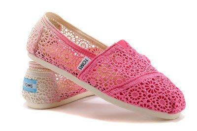 GOGO SHOP╭TOMS淑女風新款橡膠底漸層花朵蕾絲鏤空鉤花蕾絲款 金蔥亮片條紋休閒帆布鞋❤兩雙免運❤