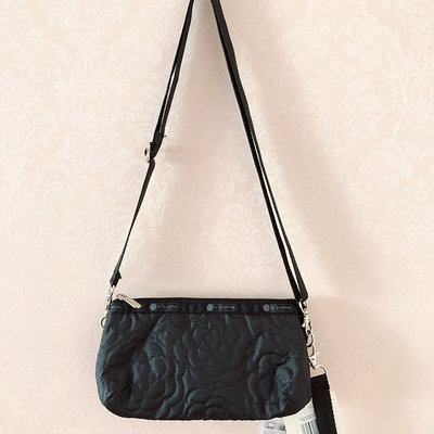 LeSportsac 8105 黑底壓花 手掛繩多夾層化妝包 零錢包 收納包 降落傘防水 限量 大號 可當斜背包 附背帶款 可斜背