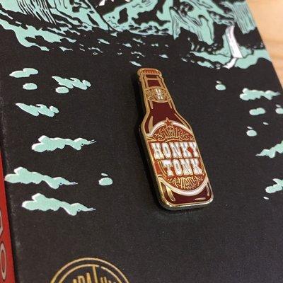 (I LOVE樂多)美國進口Odds and Sods啤酒罐 HONKY TONK BEER 別針可別於帽子包包增添風格