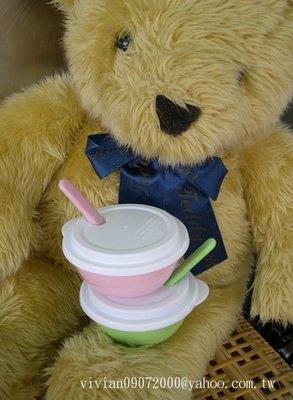 台灣製造生產~適合幼兒園/托兒所專用幼兒餐碗二入組(2色碗/圓洞白色上蓋/2色湯匙(粉/青)