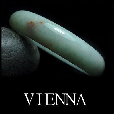 《A貨翡翠》【VIENNA】《手圍18.5/15mm版寬》緬甸玉/冰種夢幻嫩豆綠飄紅翡/玉鐲/N*-048