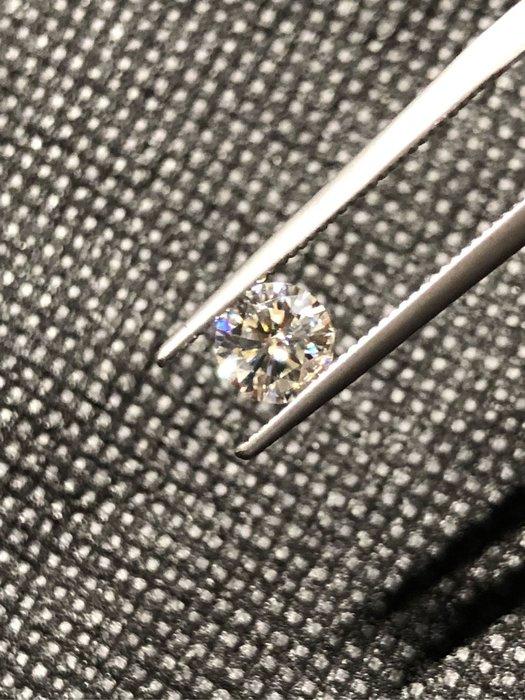 0.6克拉G color最新頂級人工鑽石摩星鑽/莫桑石(裸石)LightBox非一般偏灰黑色調/偏藍色調摩星鑽!測鑽筆測試為真鑽請勿當真鑽非法販售