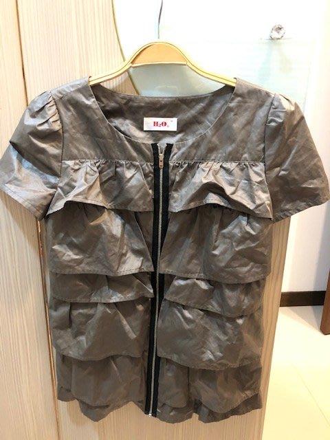 小花別針、專櫃【H2O】土金色拉鍊短袖襯衫