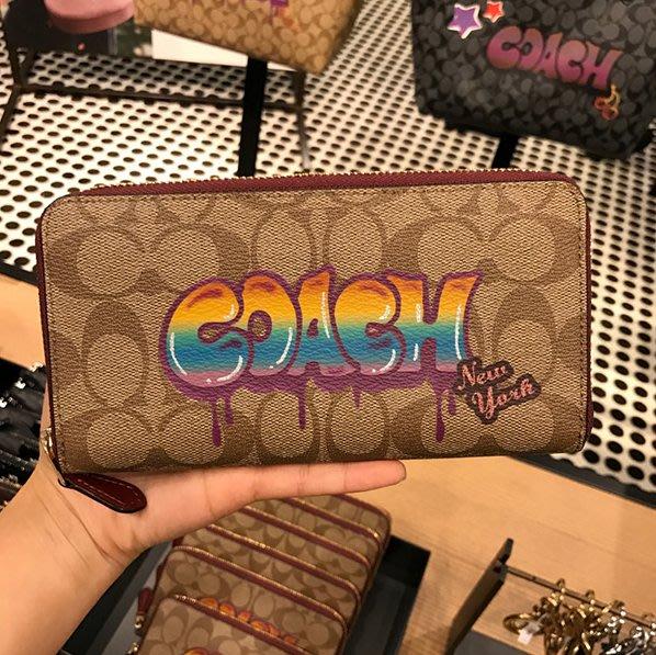 甜心精品代購 COACH 36079 棕色 新款女士經典LOGO塗鴉款拉鏈長夾 附代購憑證 價格標籤 COACH鏡子