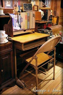 美國早期學生實木書桌 桌面為實木 抽屜及桌腳為鐵製 [TABLE-0093] 古董桌 復古桌子 二手桌 中古桌 古董家具