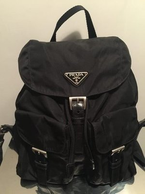 Prada backpack bag大背囊wallet chain bag Chan-el vintage1銀包Vivienne west-wood mercibeaucoup Pandora tiff-any y-sl