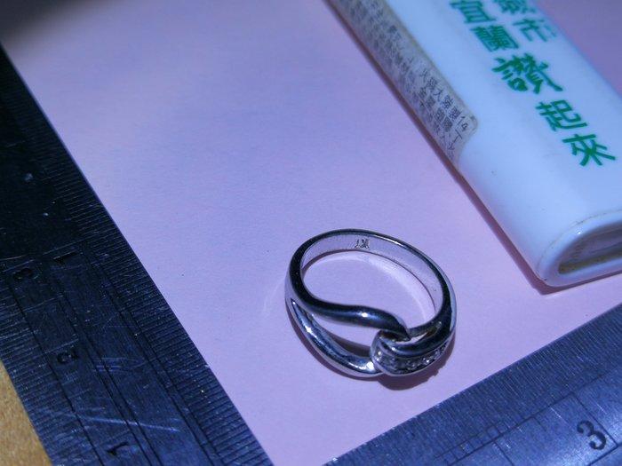 環環相扣 KT 立體設計小環 銘馨易拍重生網 109TD84 金屬製 擺飾 藏品 保存如圖(老使用痕等)