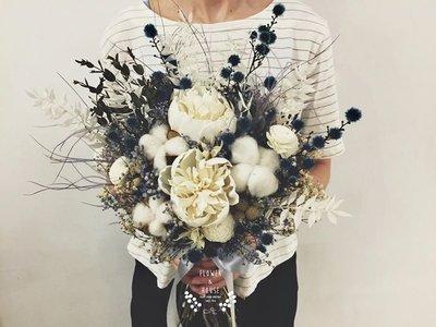 D30。大地系棉花乾燥花捧花。白藍色系。拍照捧花。客製新娘捧花。台北自取【Flower&House花藝之家】
