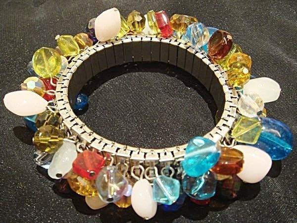 全新從未戴過的 奧地利水晶造型手鍊,很美的五顏六色!低價起標無底價!本商品免運費!