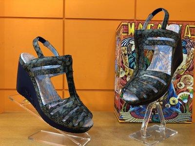 ~阿典鞋店~~~Macanna~~ 麥坎納專櫃~托勒密系列~ 牛皮 羊皮壓紋氣墊鞋05058