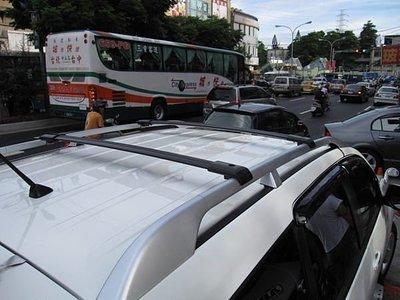 (柚子車舖) 三菱 OUTLANDER 專用浮貼式專用橫桿 --美規加重型,鋁合金材質 b