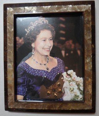 TESORO'S PAYA SHELL+BROWN CHIPS 貝殼相架 w/英女皇 photo
