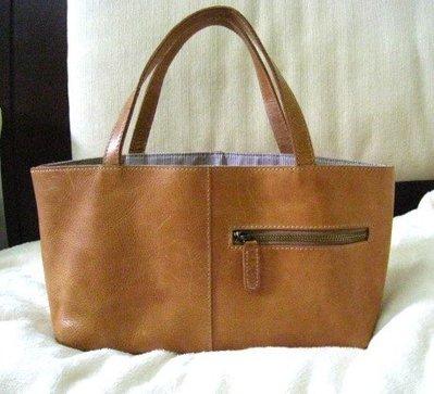 1499+一元起標 // 購於京站廣場 楊雪琪 專櫃 小牛皮 輕巧 手提包