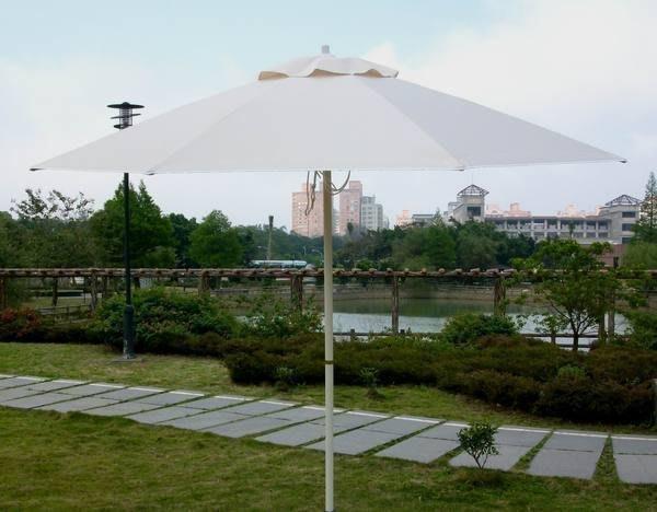 [兄弟牌戶外休閒傢俱]9尺玻璃纖維骨+鐵柄烤漆防水太陽傘(米白色270CM)~抗風力強休閒桌椅!!