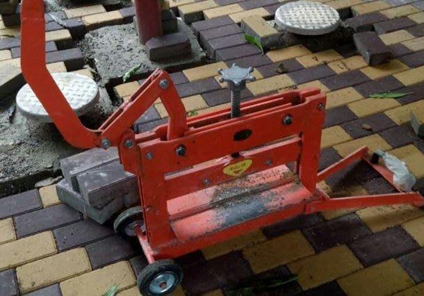 (現貨)切磚機透水磚切磚机渗水漏水吸水磚手動手壓路面人行道公園停車位地磚。另有輕質磚切割機多款