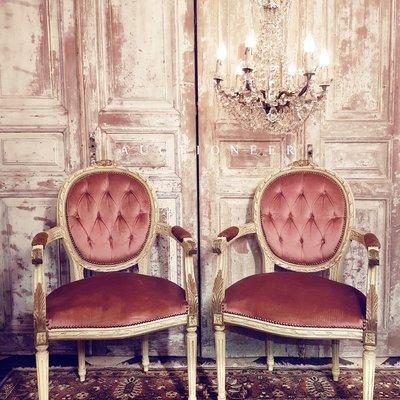 【拍賣師古董市集】歐洲古董1950年代法國路易十六扶手椅(一對)