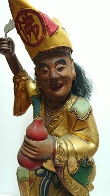 濟公神像 木雕 牛樟木 一尺三  ,表情姿態生動 ,獨具匠心 。