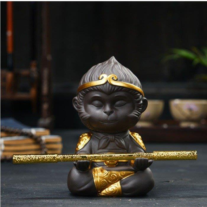 5Cgo【茗道】564269239541 紫泥茶寵齊天大聖孫悟空猴子茶玩擺件可養功夫茶道車載陶瓷擺件金色含金箍棒
