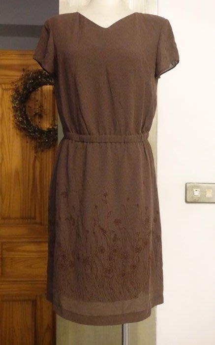 [C.M.平價精品館]M現貨最後一件出清特價/設計師精品專櫃/日本進口素材知性有型簡約V領典雅印花裙襬咖啡色短袖洋裝