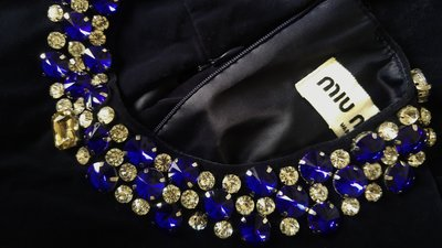 miu miu 藍寶珠繡黑絨荷葉下擺上衣