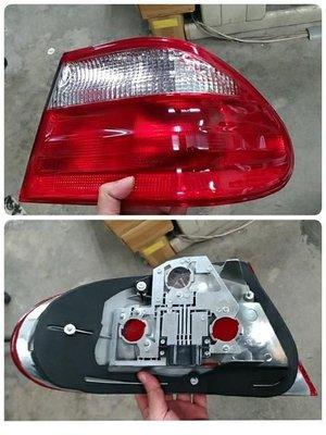 WR汽車零件~BENZ E系 W210 00-02 外側尾燈 後燈