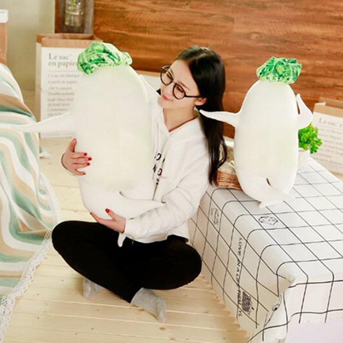 【葉子小舖】(40cm)白蘿蔔抱枕/創意日式性感大根君/絨毛玩偶/填充玩具/搞怪禮物/節慶送禮/派對禮品/辦公室擺設