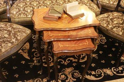 【家與收藏】特價稀有珍藏歐洲古董法國古典華麗精緻手工Inlay木拼花銅金鑲嵌三件式套桌組