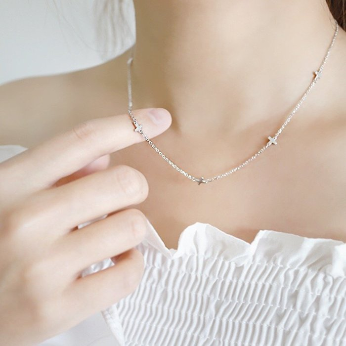 《現貨》 925純銀 氣質百搭迷你光面十字架短款鎖骨鍊 項鍊 生日、情人節、聖誕節 附禮盒 銀布 寶妮子