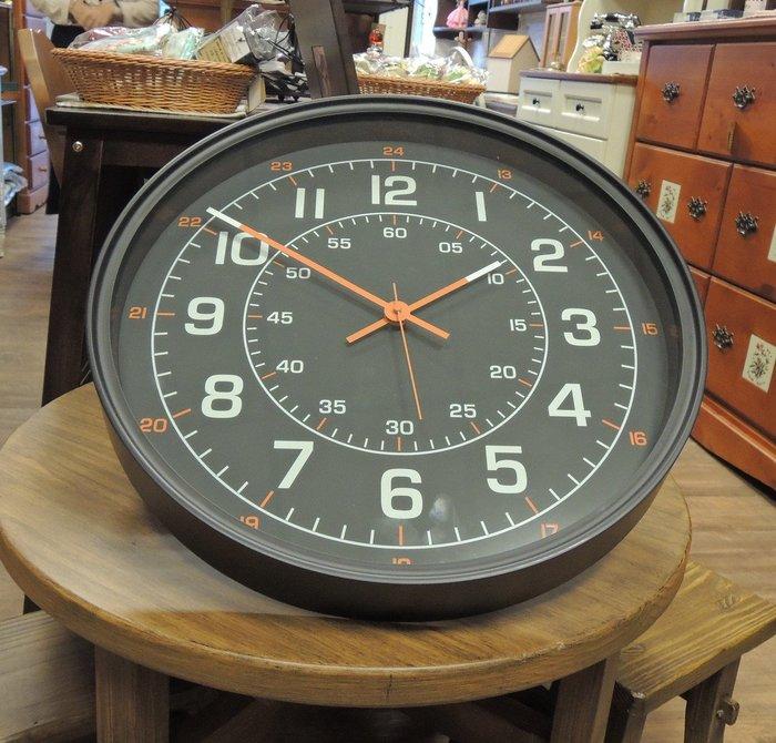 大型仿F1賽車時鐘 黑色時鐘 極簡風時鐘 賽車錶時鐘 大掛鐘 大壁鐘 大時鐘 數字鐘 造型時鐘  橘黑白搭配 簡單有型