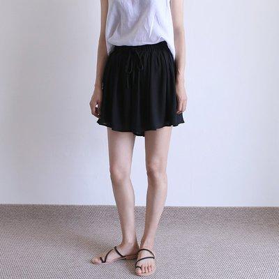 girlmonster 正韓 雪紡綁帶 輕盈飄柔 百褶短褲裙  (黑 / 白)     【A0257】