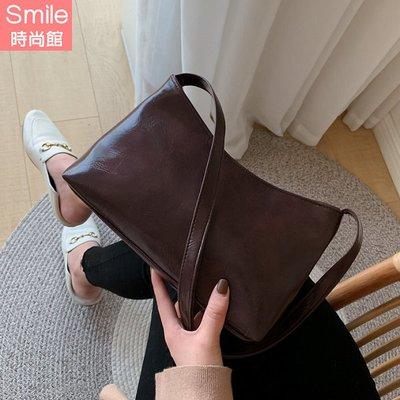 【P251】SMILE-百搭上街.簡約時尚復古軟皮單肩包