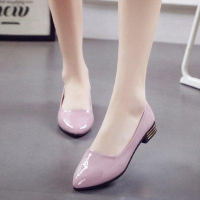 【栗家生活】歐洲女鞋新款尖頭低跟鞋淺口瓢鞋黑色百搭漆皮單鞋女鞋潮-免運費
