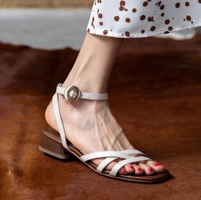 『Alice❤愛麗絲』夏季新款真皮涼鞋女米色粗跟低跟露趾女鞋時尚休閒簡約百搭