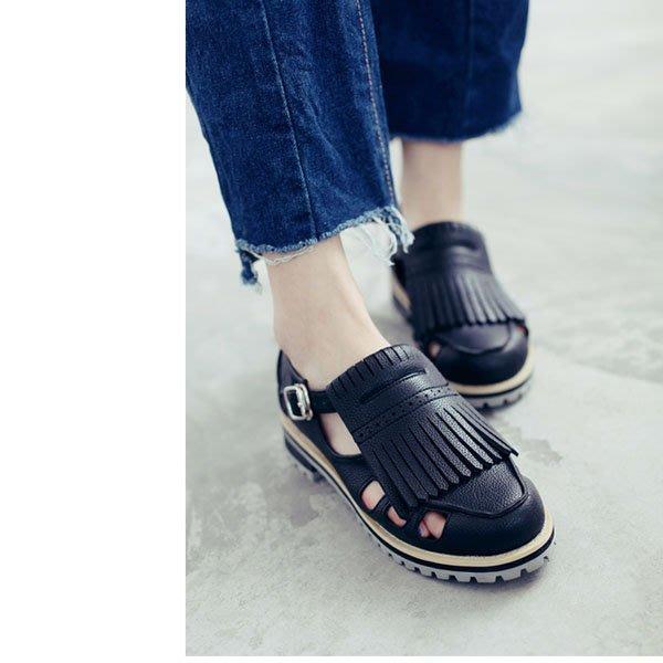 5Cgo【鴿樓】會員有優惠 529346487500 英倫風一字扣方跟流蘇單鞋女低跟 新款休閑白色镂空複古女鞋 單鞋
