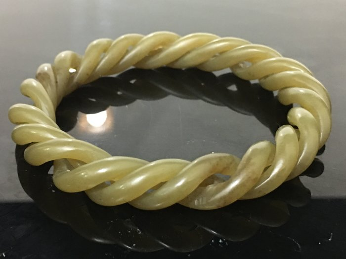 【玉格格】早期收藏活動螺旋紋和闐糖白玉鏤刻雕【 玉鐲 】3980 元低價起標 ~~~