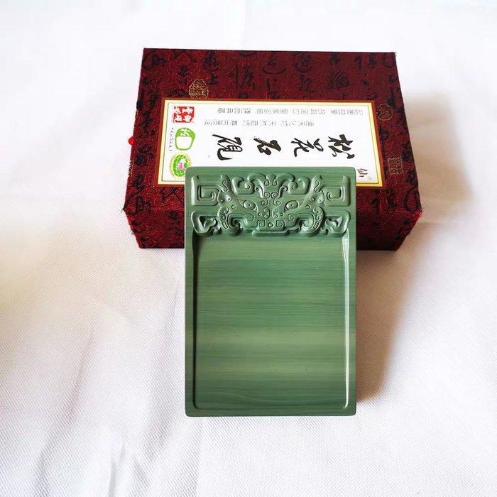品牌:仙人洞 品名:淌池饕餮纹松花砚台 ,约长16厘米宽11厘米高2厘米 材料:天然老坑松花石材