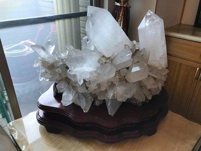 ( 666 精 品 嚴 選 )近100公斤天然教堂型白水晶簇水晶花骨幹水晶簇磁場原礦