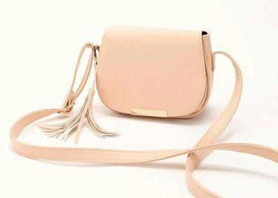 MANGO熱銷實用基本款 超美粉色流蘇馬鞍包 物超所值